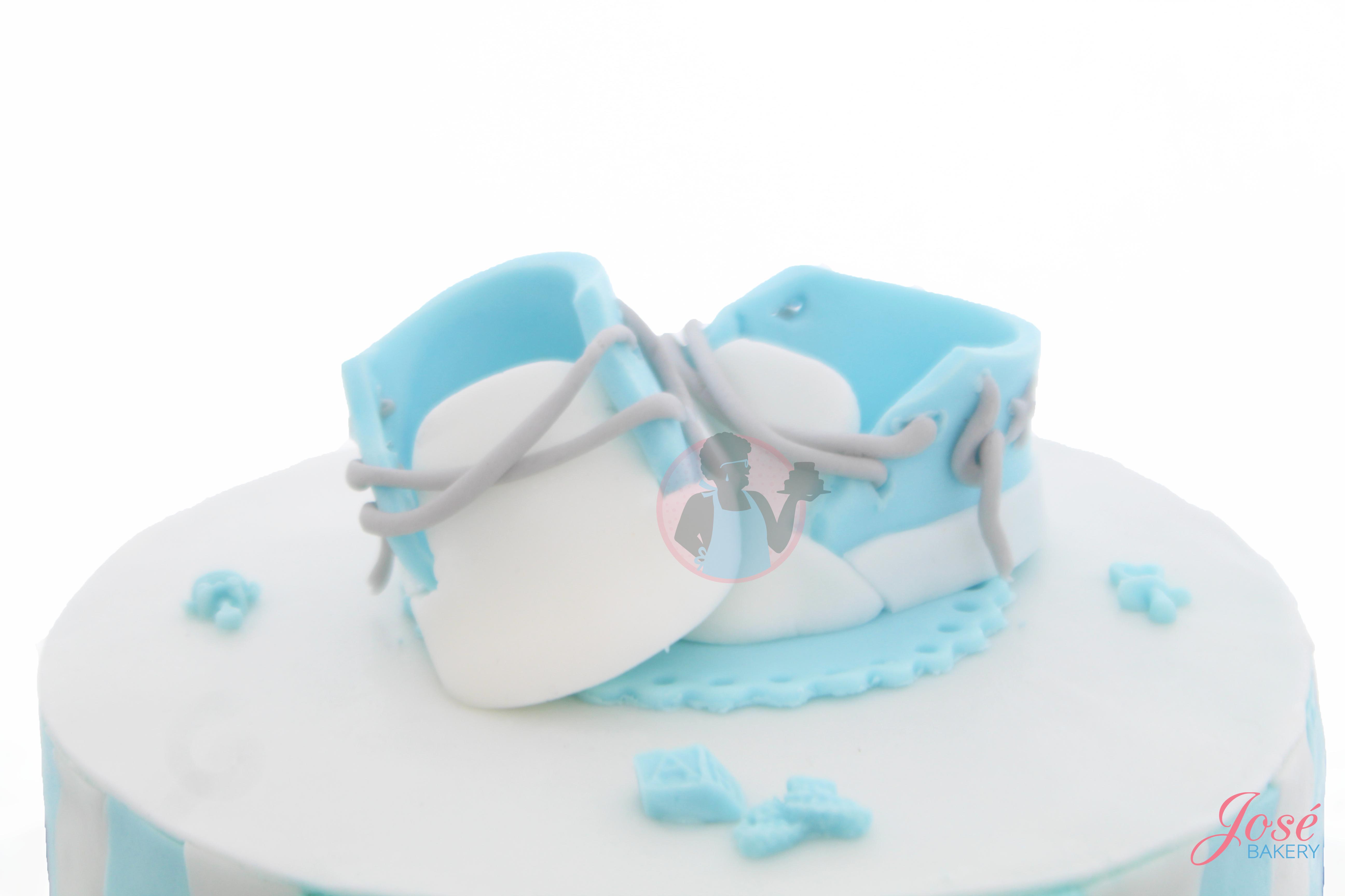 Spullen Voor Babyshower.Babyshower Taart Met Schoentjes En Mini Cupcakes 9 Personen
